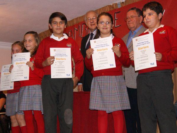 entrega-diplomas-cambridge-noviembre-2011-colegio-san-francisco-de-asis